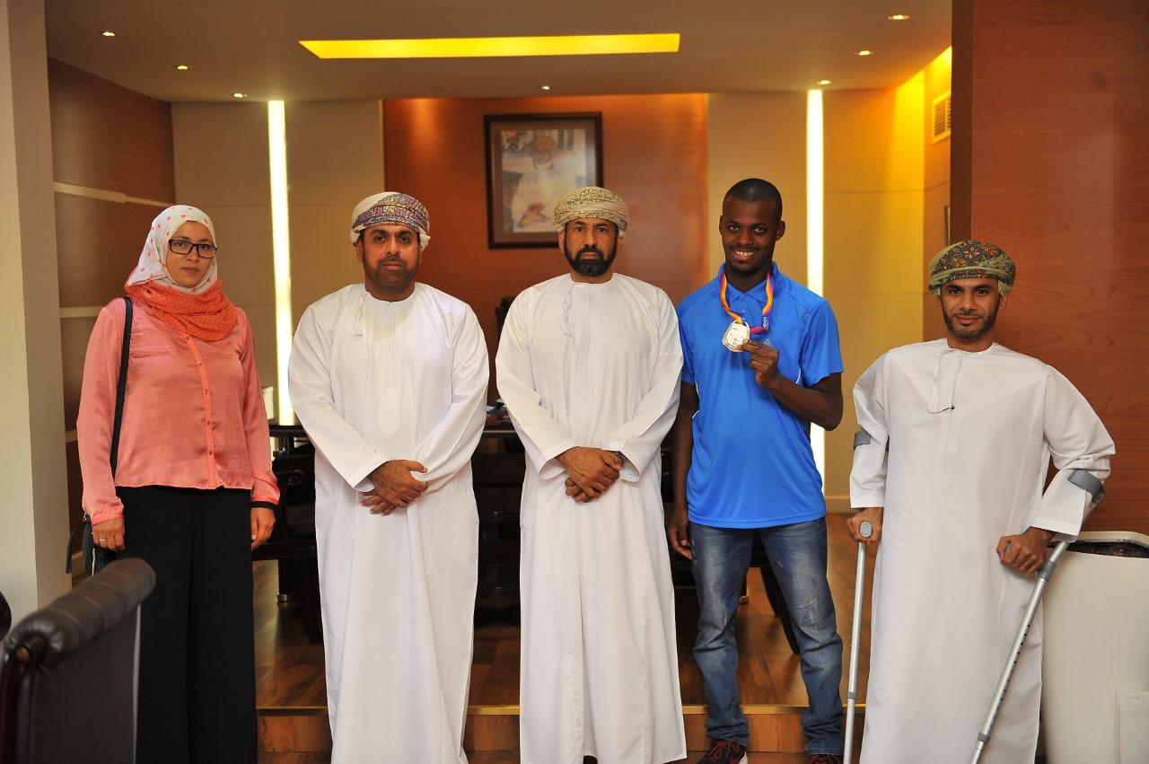 استقبال حافل للبطل العماني محمد المشايخي صاحب فضية العالم