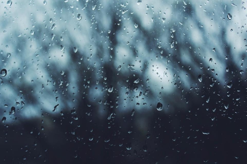 فرص لهطول أمطار متفرقة على جبال الحجر