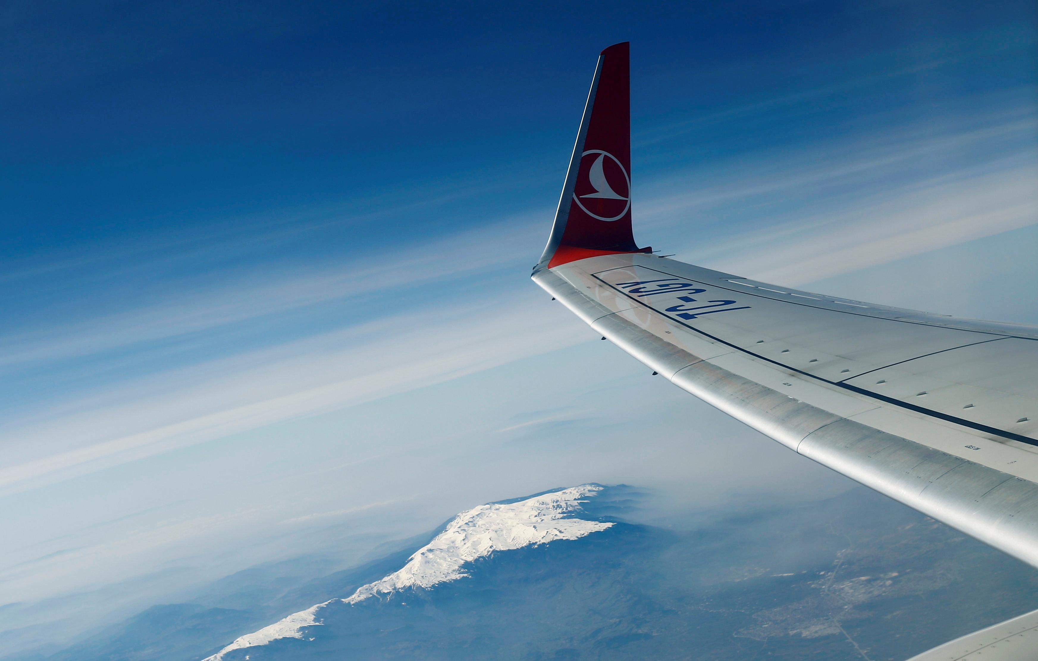 Emirates, Turkish say laptop ban lifted on U.S. flights