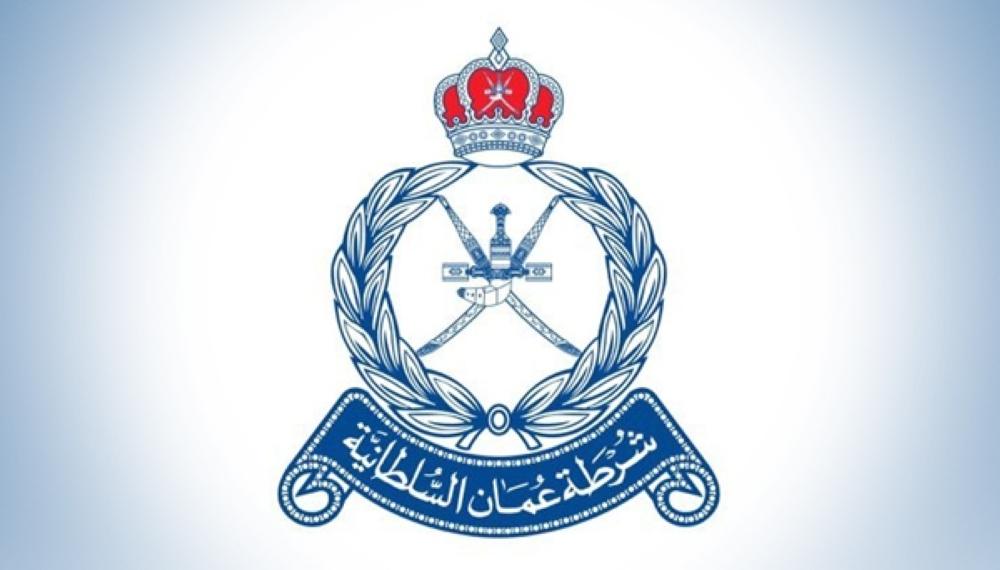 الشرطة تساعد قاربا تعطل في مسندم