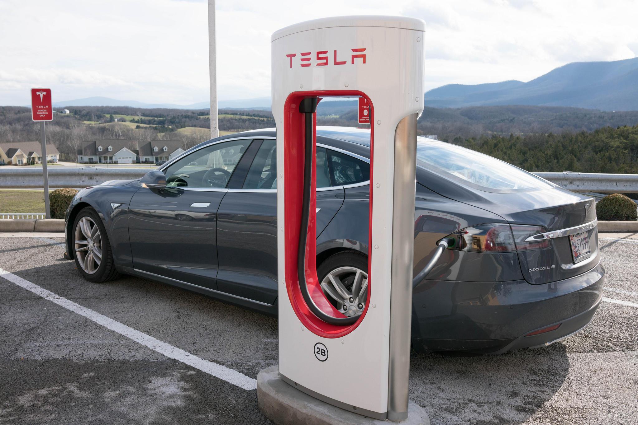 بحلول 2040.. السيارات الكهربائية تسيطر على الطرق
