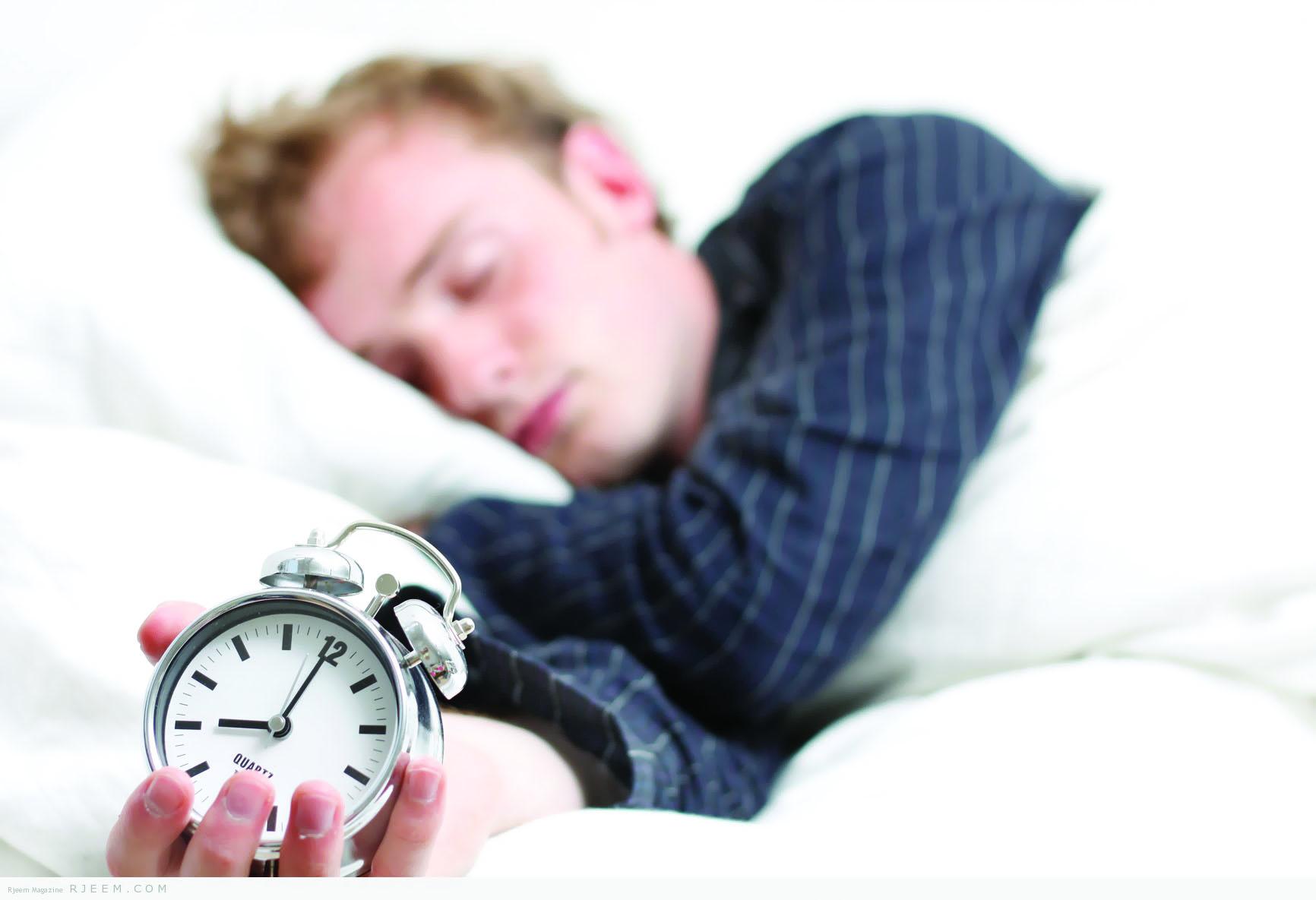 كيف تتجنب العودة إلى النوم بعد الاستيقاظ صباحا