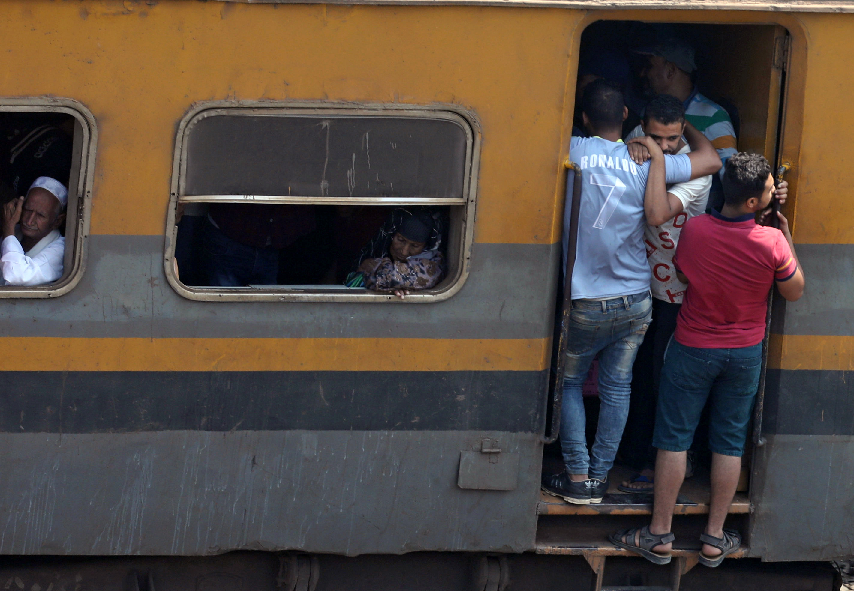 In pictures: Dangerous ride on trains in Egypt