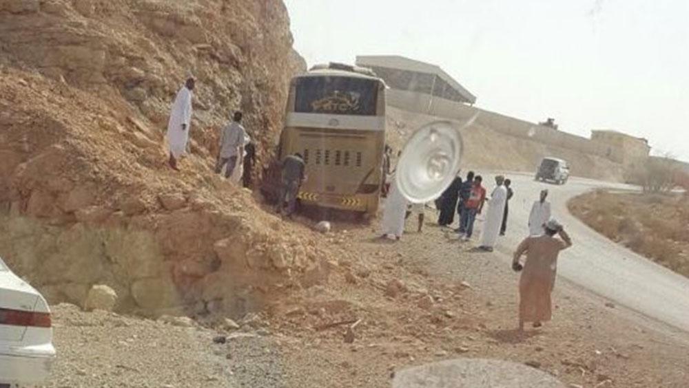 25 injured, four serious after Salalah-Muscat bus overturns in Oman