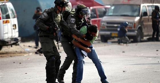 الاحتلال يعتقل 18 فلسطينيا بالضفة الغربية