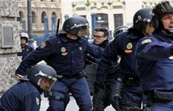بالفيديو:  شاهد الشرطة الاسبانية تقتل مشتبها به في حادث دهس برشلونة