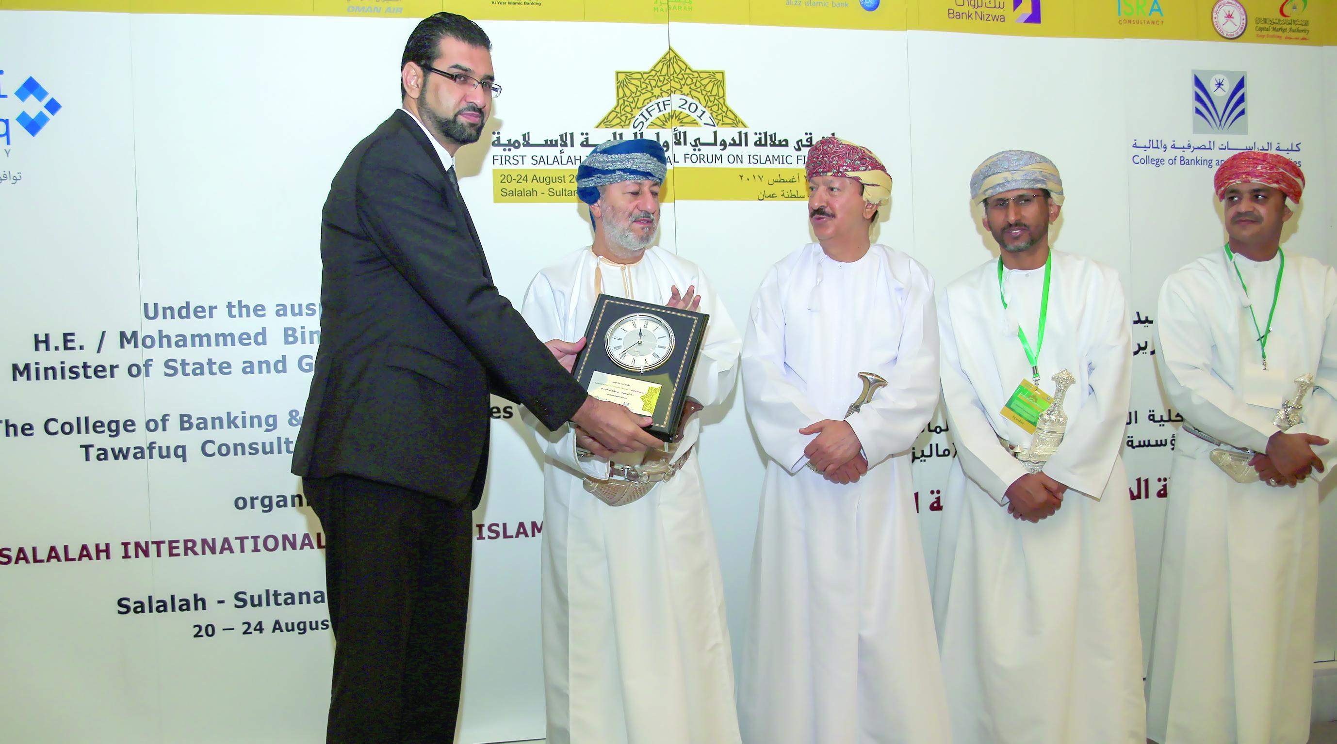 بنك نزوى يشارك في ملتقى صلالة الدولي الأول للمالية الإسلامية