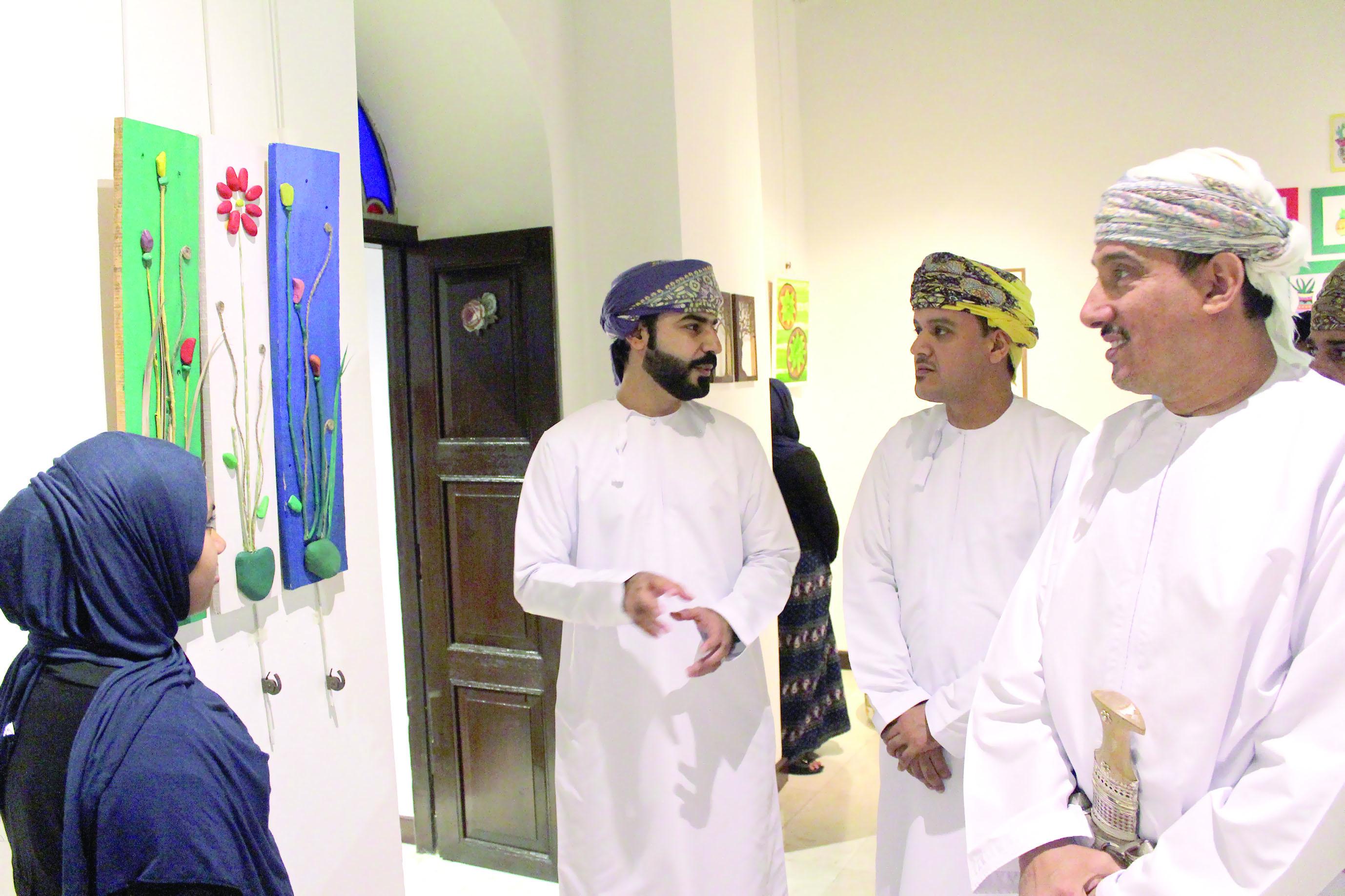 بلدية مسقط تحتفل بختام فعاليات «خلك أخضر» في بيت البرندة