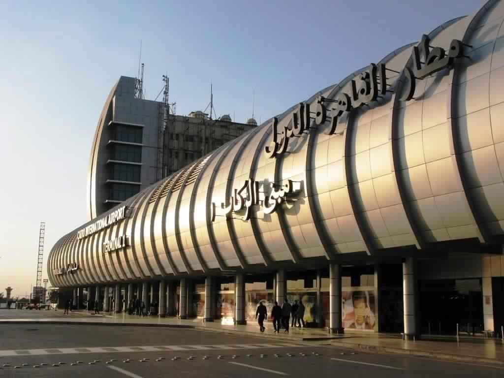 عقد ألماس بمليون جنيه لراكبة سعودية يُحدث أزمة بمطار القاهرة