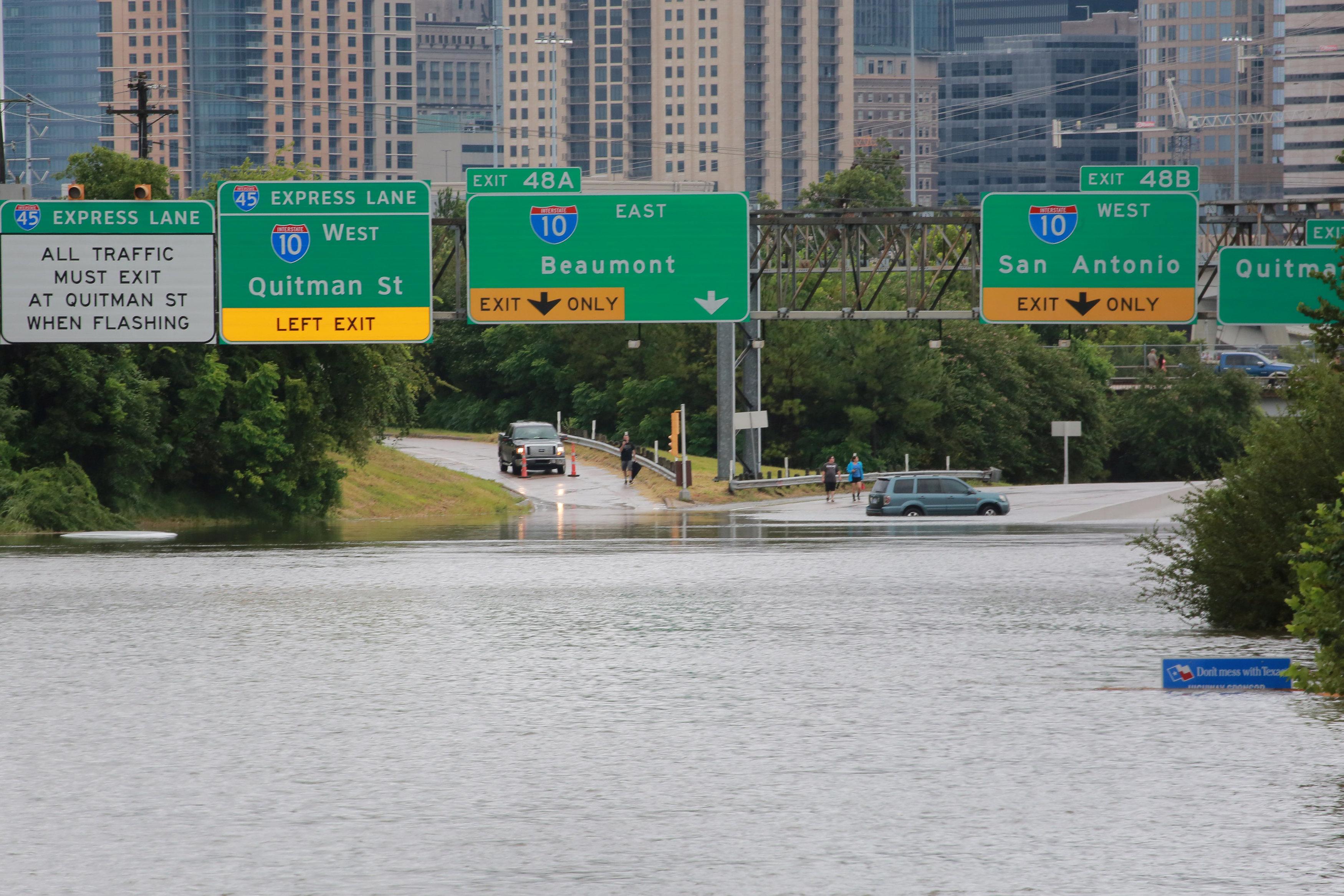بالصور: الفيضانات تجتاح تكساس