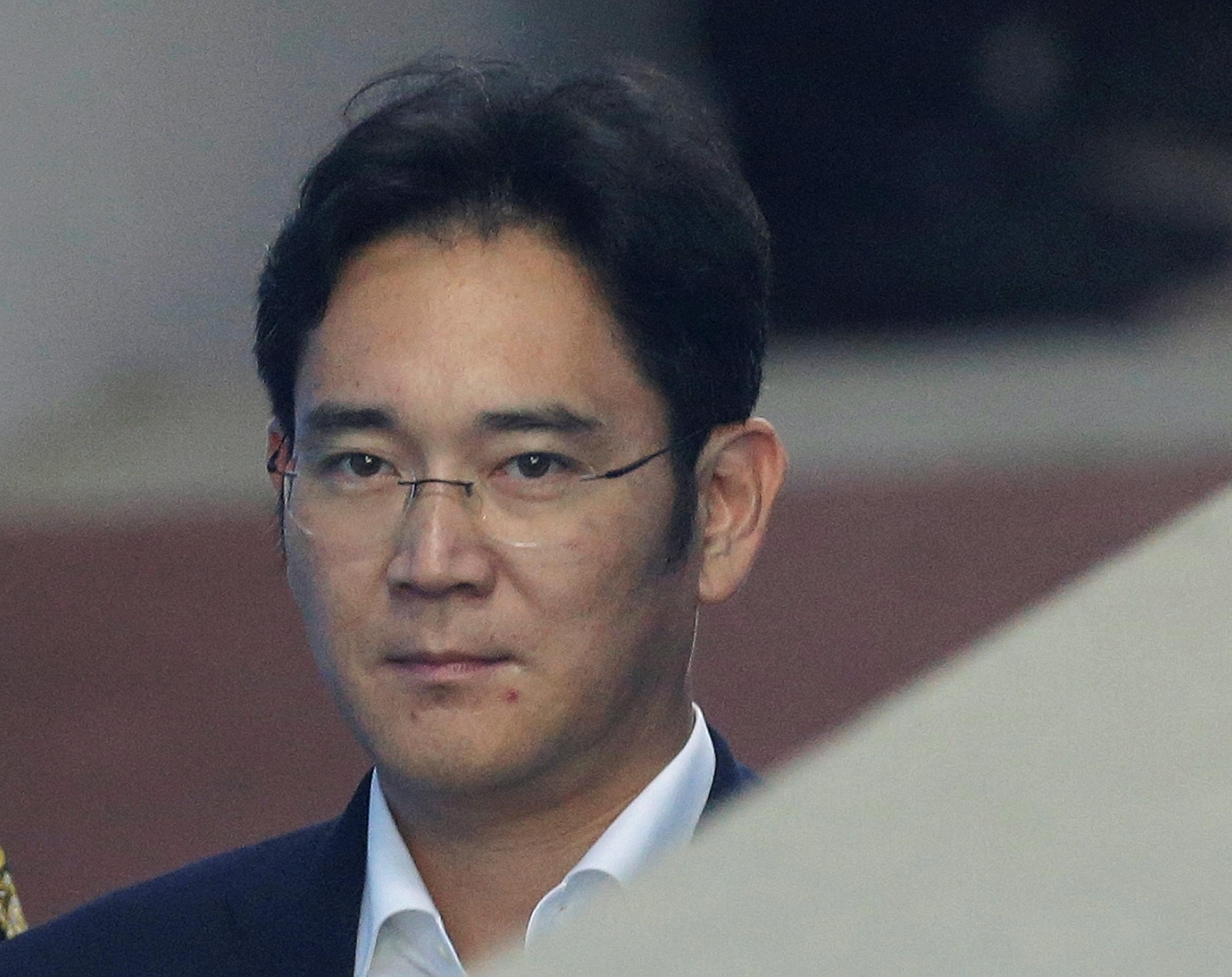 Samsung scion Lee fights back tears as prosecutors seek 12 years' jail