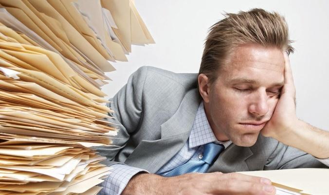 دراسة: قلة النوم تضطرك مع الوقت لارتداء ملابس أوسع!