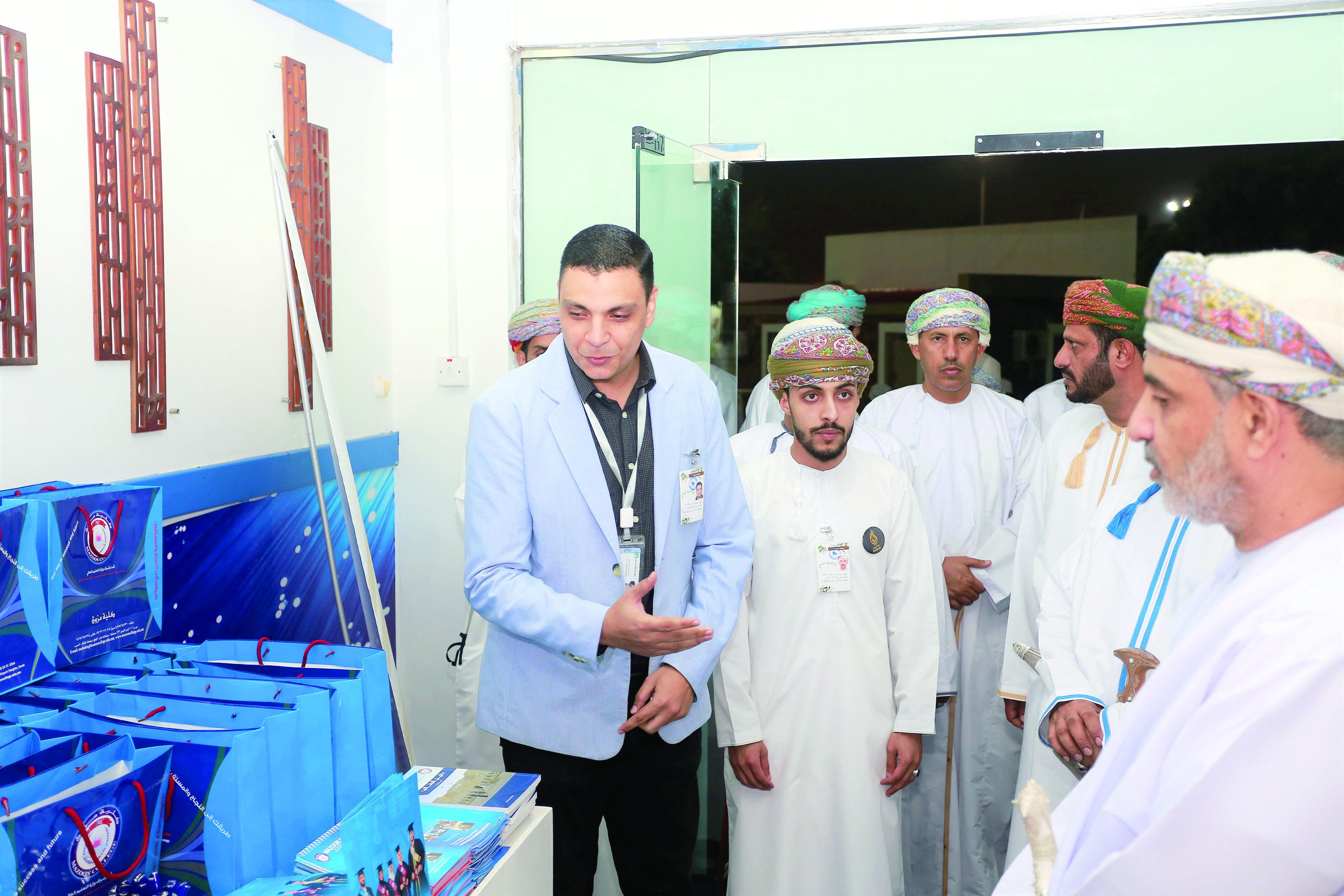 مركز البلدية الترفيهي يحتضن معرض الكليات