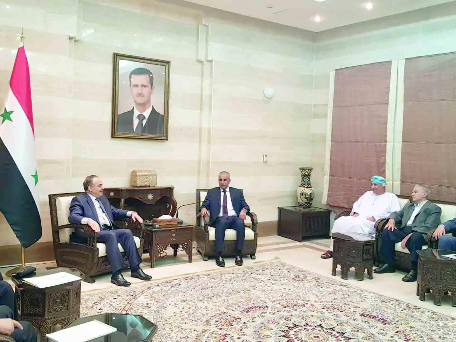 الكيومي يناقش تنظيم وفد تجاري للتعرّف على الفرص الاستثمارية في سوريا