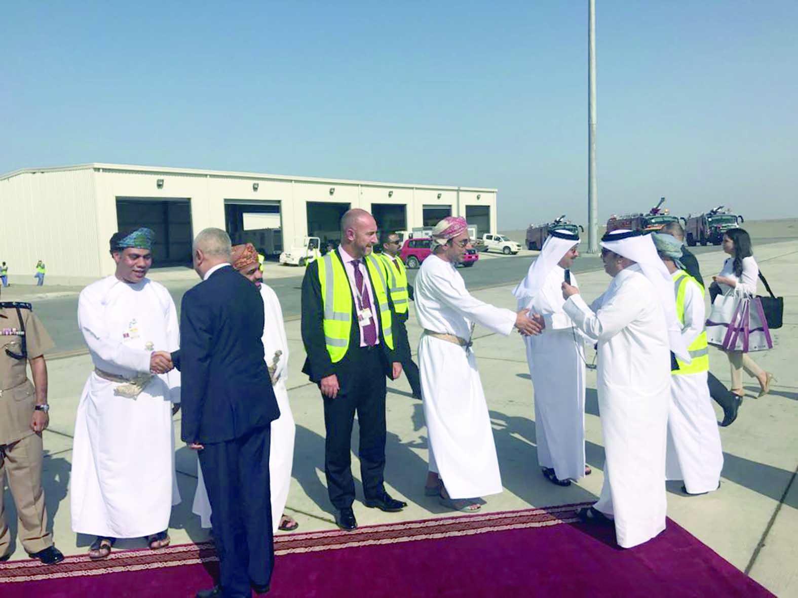 مطار صحار يستكمل خطته التطويرية ويستقبل «القطرية»