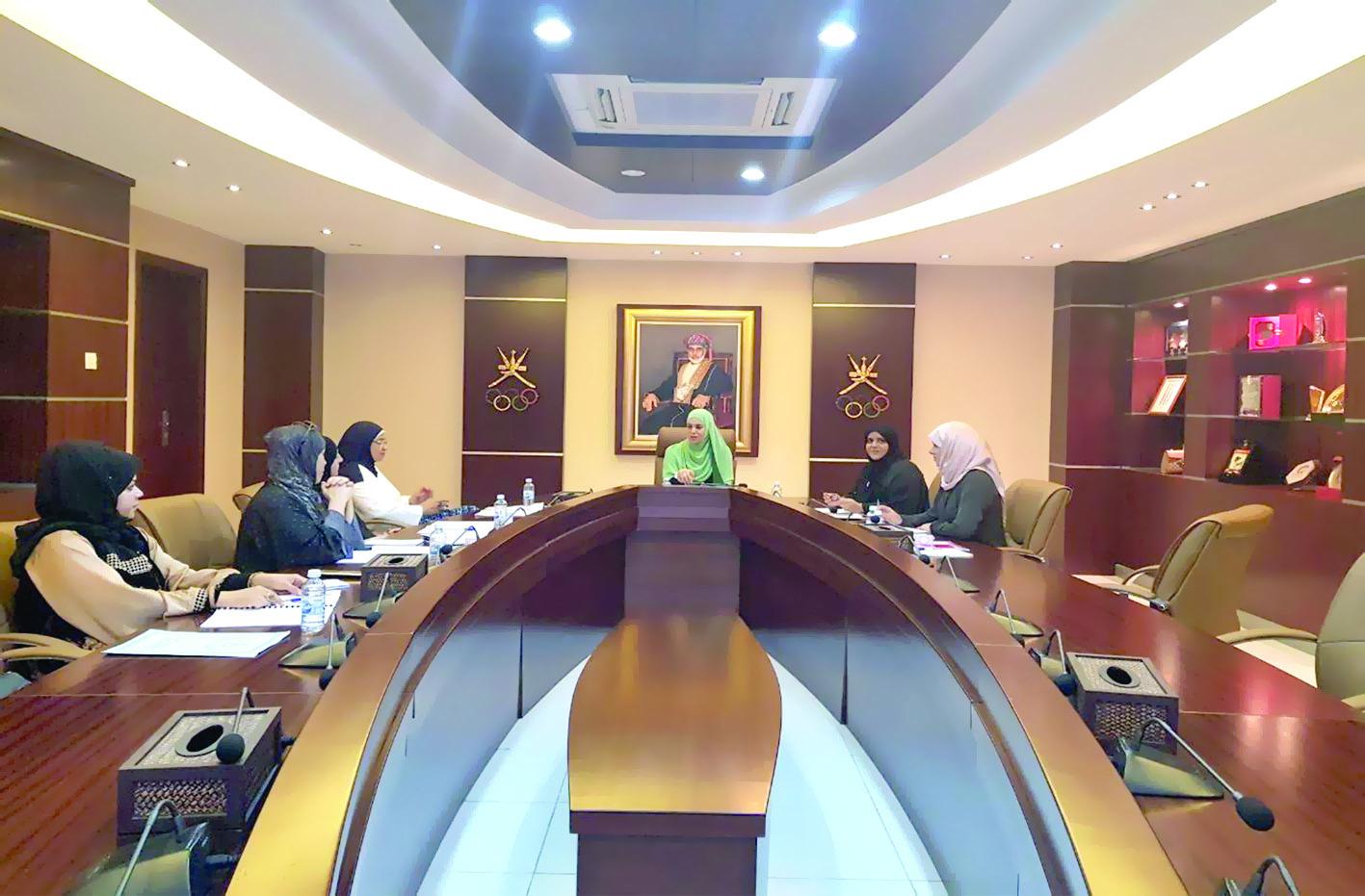 """""""رياضة المرأة"""" تناقش مشاركات اللجنة في العام 2017"""