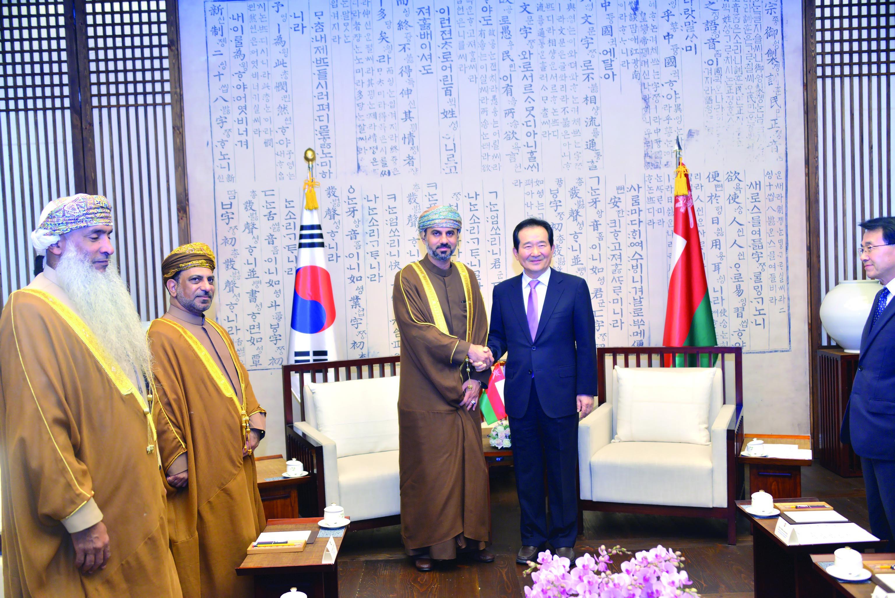 المعولي ورئيس وزراء كوريا يبحثان العلاقات الثنائية