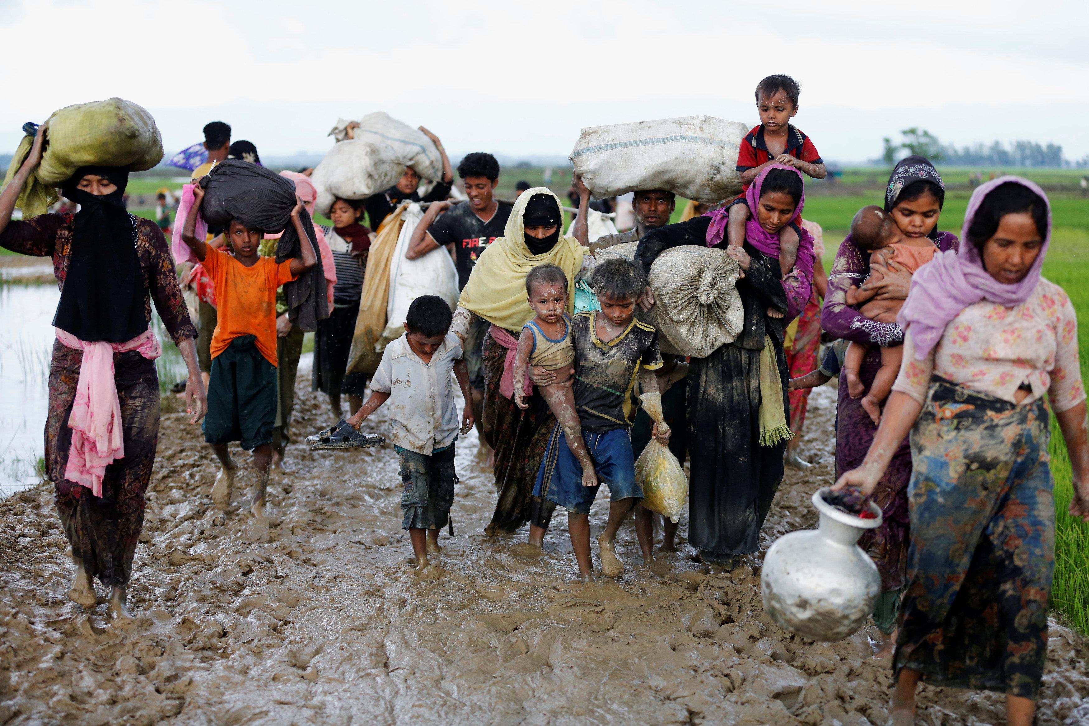 Rohingyas flee as more than 2,600 houses burned in Myanmar's Rakhine state