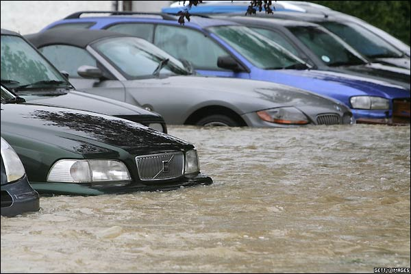 تخيل هذا الرقم.. أعاصير أمريكا دمرت 1 مليون سيارة!
