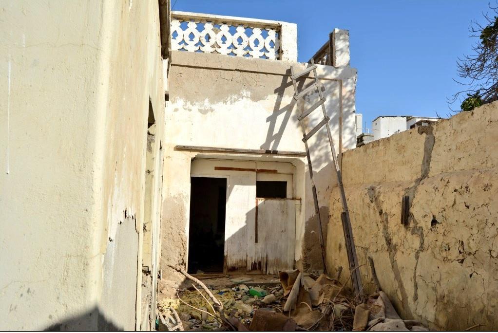 بالصور: بلدية مسقط تبدأ بحصر المباني المهجورة في مطرح