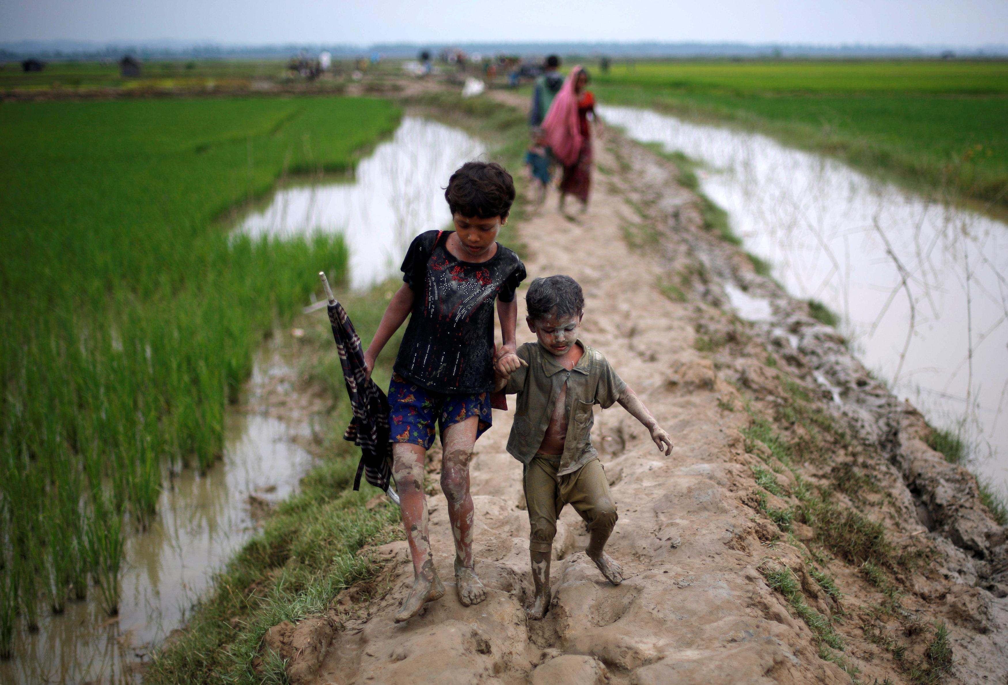Myanmar laying landmines near Bangladesh border to prevent Rohingyas' return