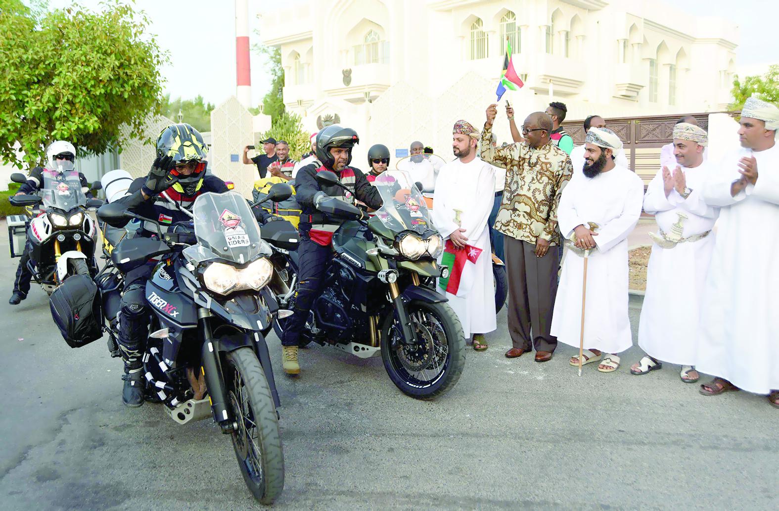 انطلاق الرحلة العالمية الثالثة لنادي عمان رايدرز لجنوب إفريقيا