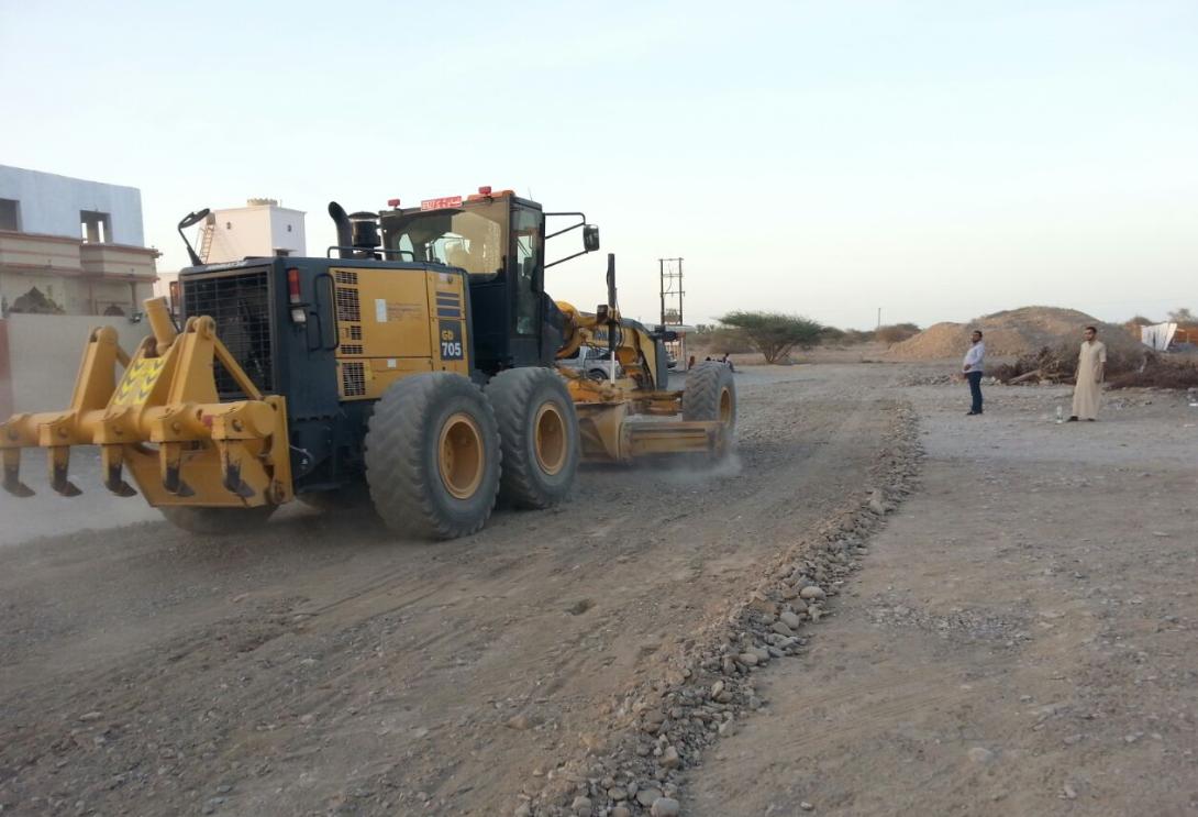 بلدية الخابورة تقوم بتأهيل وفتح بعض الطرق بمنطقة السرحات