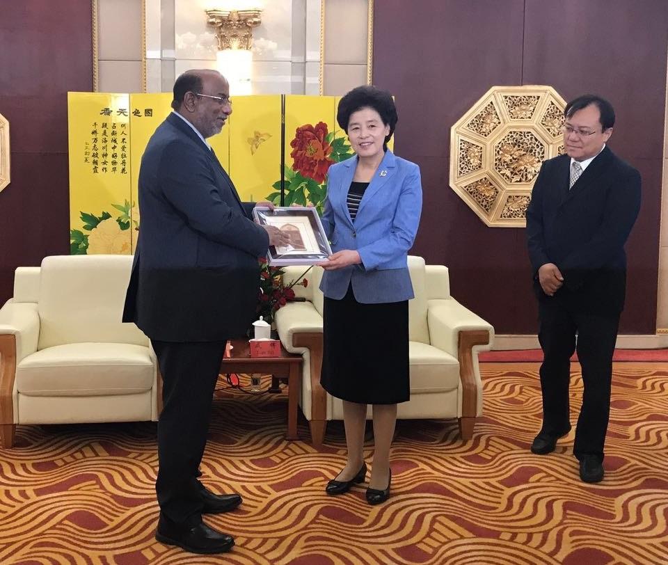 حاكمة منطقة نينجشيا تستقبل رئيس هيئة المنطقة الاقتصادية الخاصة بالدقم