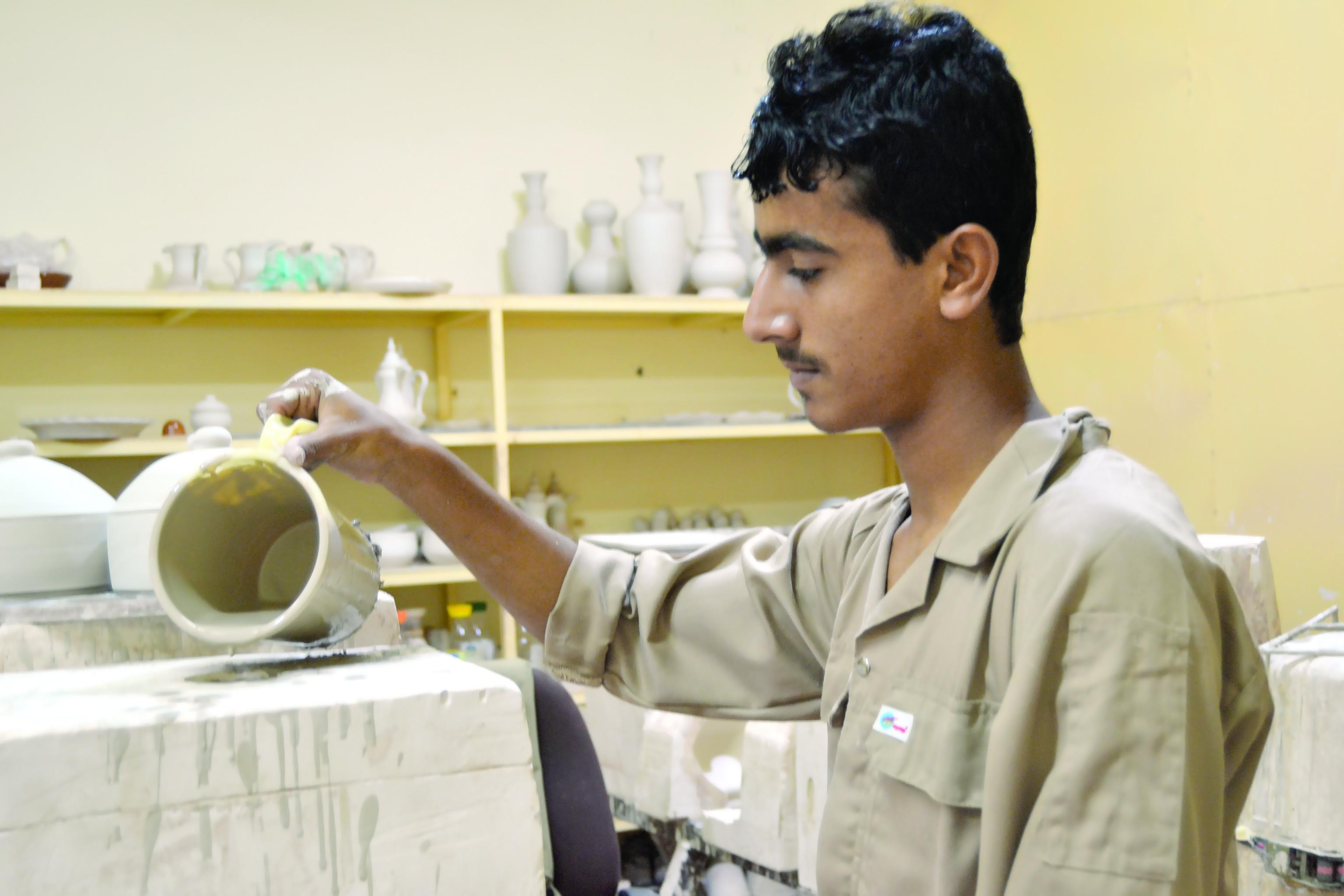 «التربية» تنفذ برنامجًا تدريبيًا في الصناعات الخزفية