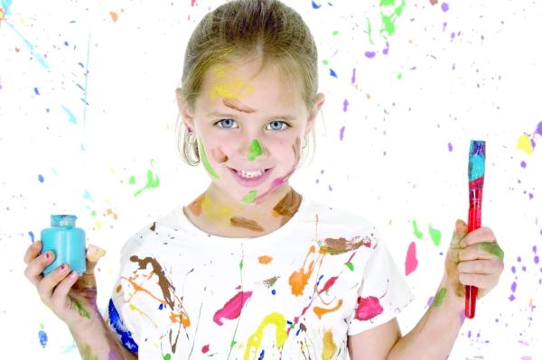 صدمات الطفولة تؤثر سلبًا على نمو مخ الطفل