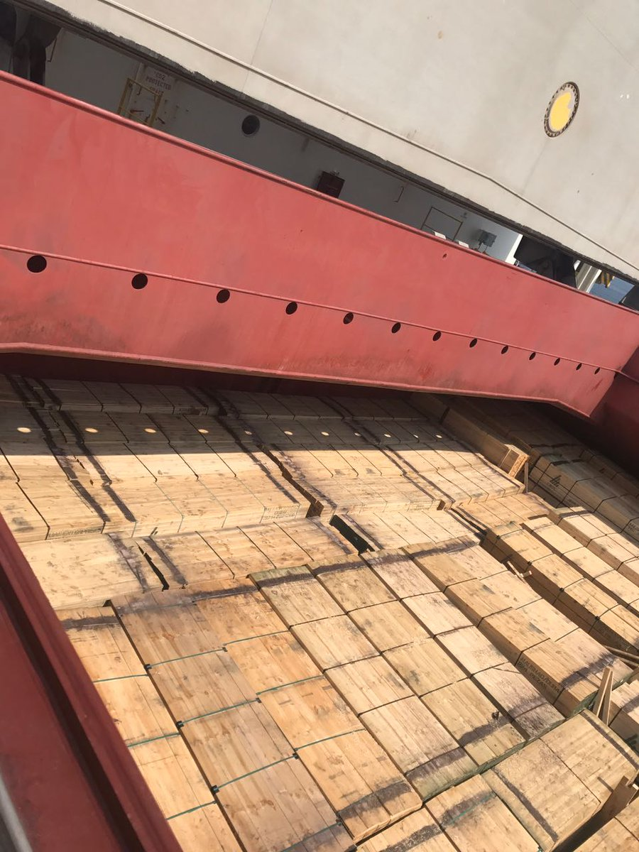 وفاة 3 أشخاص جراء استنشاقهم لمواد كيميائية داخل سفينة بصحار