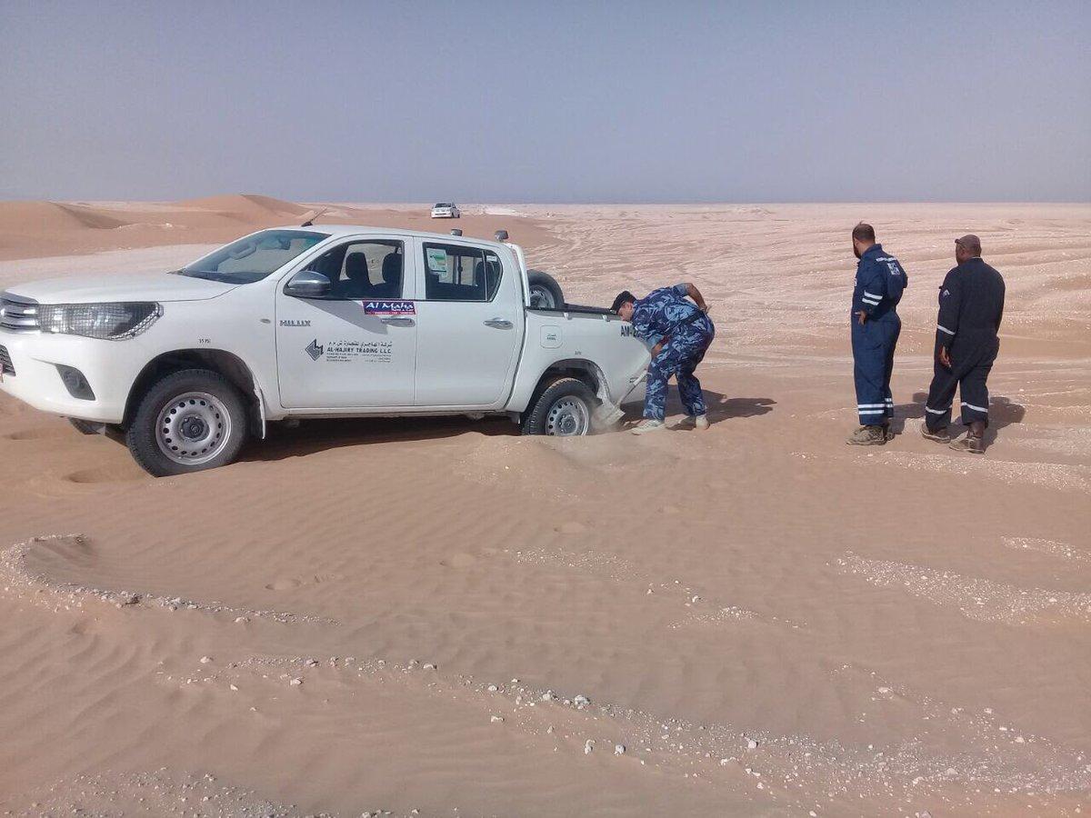 أمن منشآت النفط والغاز تساعد مركبة انقطعت السبل بها