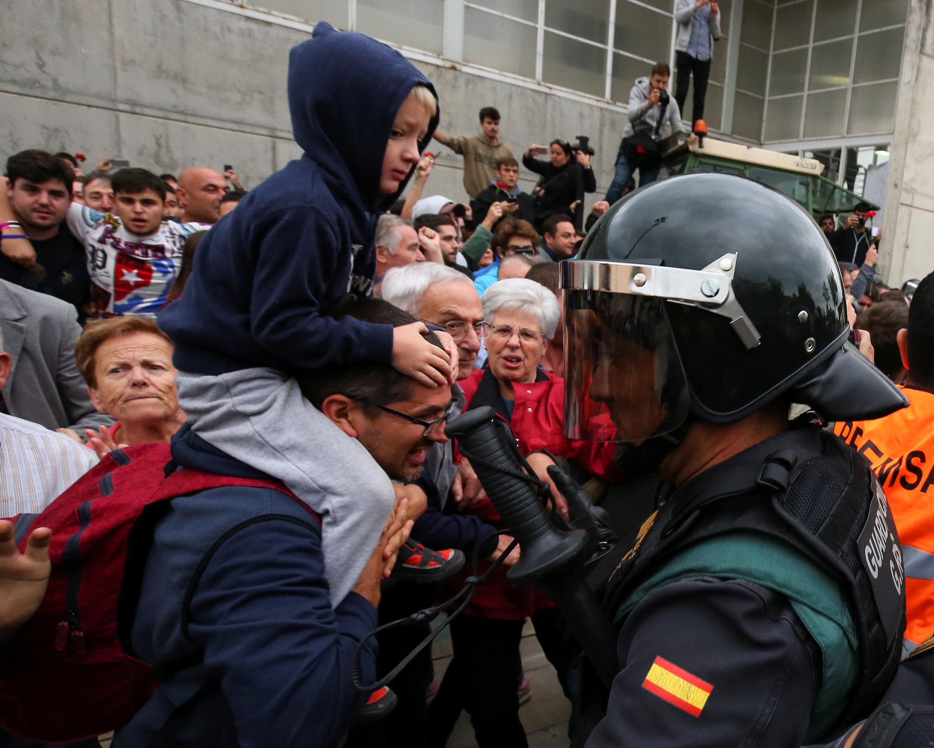 هكذا نجحت حيلة الكتالونيين للتصويت رغماً عن الشرطة
