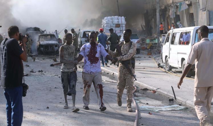 أكثر من عشرين قتيلًا بانفجار ضخم بالقرب من السفارة القطرية في مقديشو