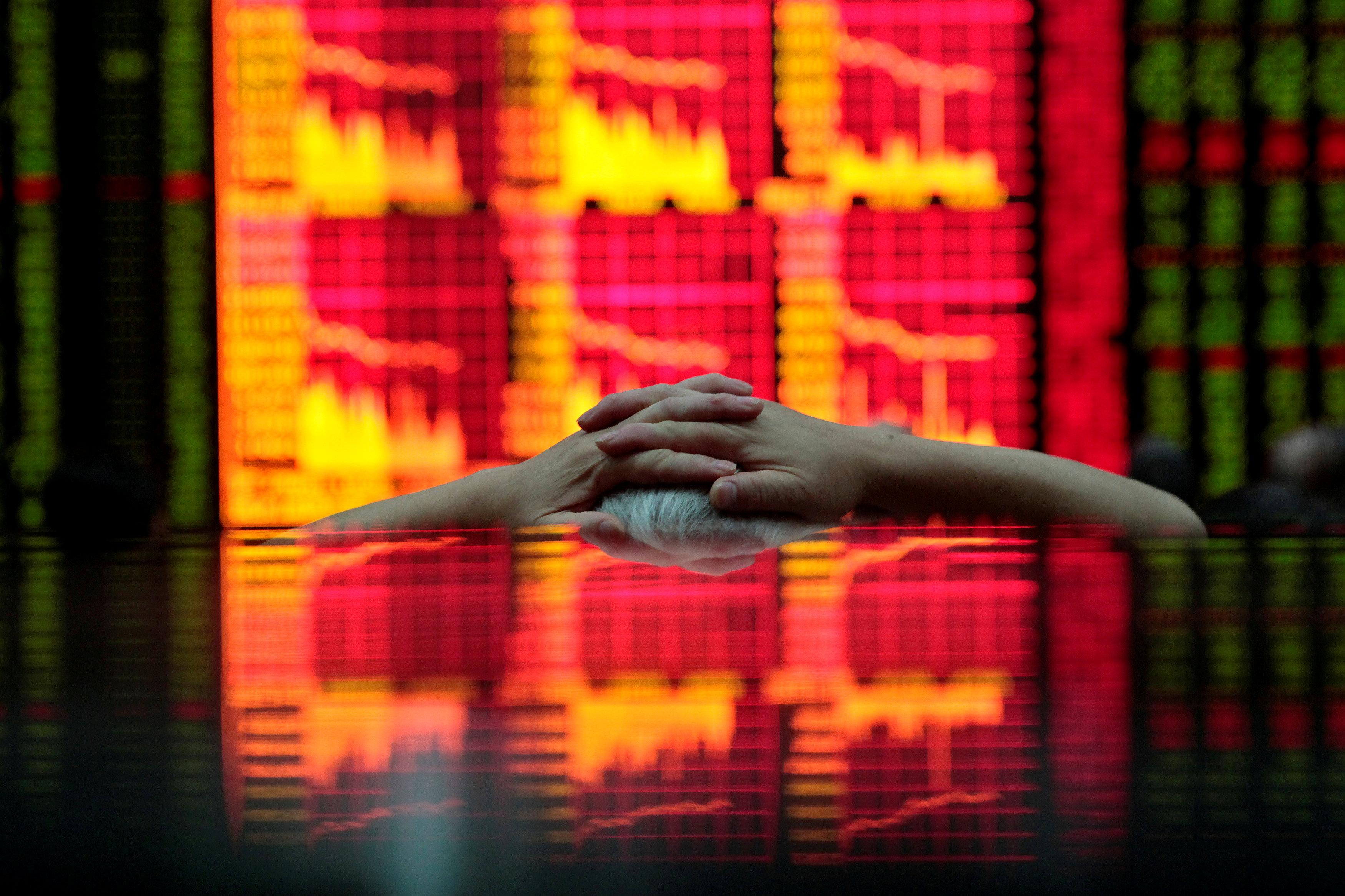 China shares fall, market shrugs off upbeat economic growth forecast