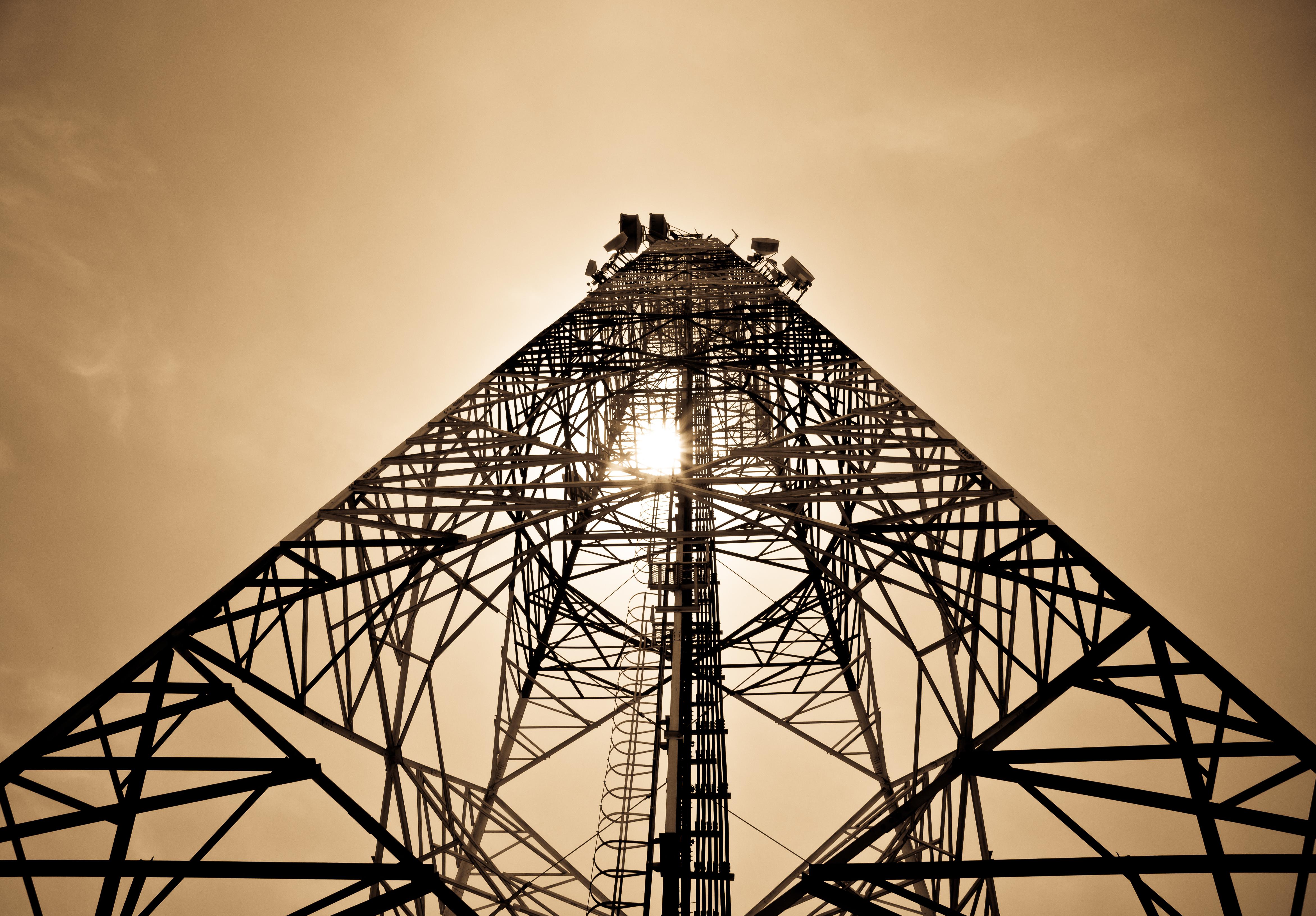 بتكلفة 10 ملايين ريال عماني.. تأسيس أول مصنع لأبراج الاتصالات في السلطنة