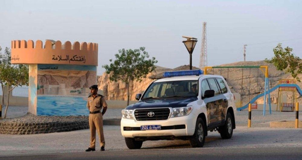 الشرطة تُحبط تهريب 23 شخصاً إلى خارج السلطنة