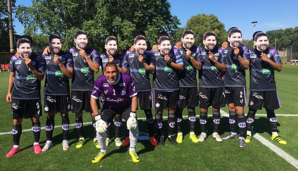 فريق أرجنتيني يحتفل بميسي بطريقة مجنونة