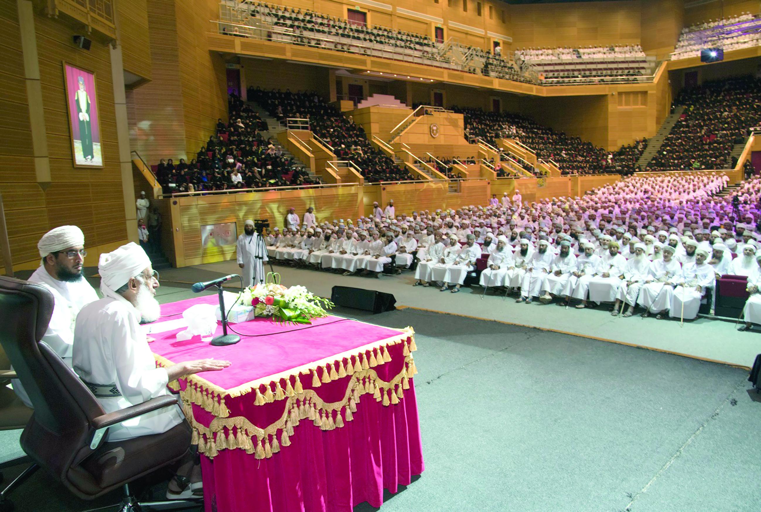 خلال محاضرة ألقاها في جامعة السلطان قابوسالمفتي: الاستبصار بالقرآن الكريم علاج لـ «الإلحاد»