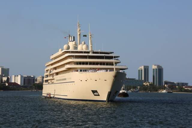 وصول السفينة السلطانية فُلك السلامة إلى ميناء دار السلام