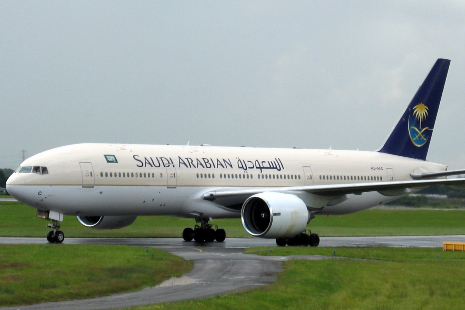 السماح للمرأة السعودية بقيادة الطائرات