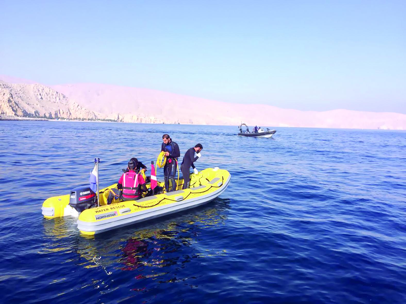 تمرين وهمي لحادث تصادم قاربين في عرض البحر