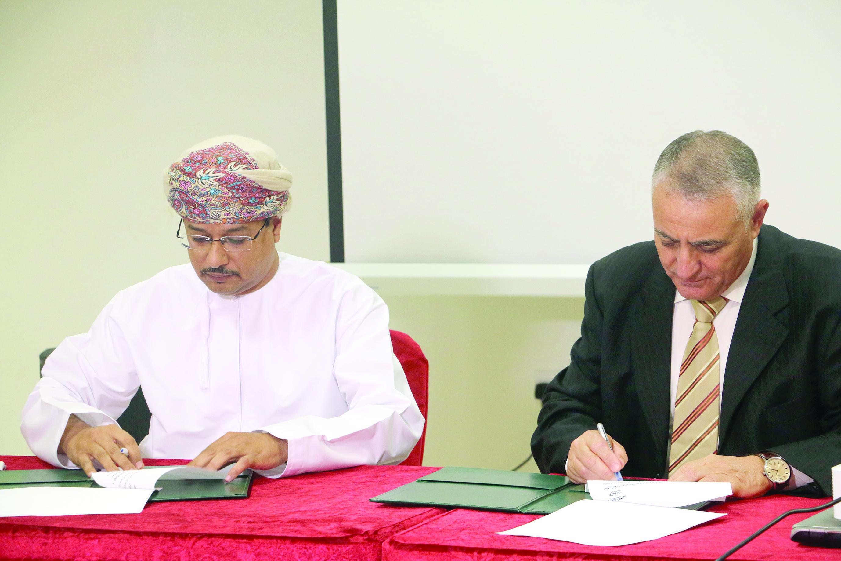 اتفاقية بين جامعة ظفار «و ريادة»
