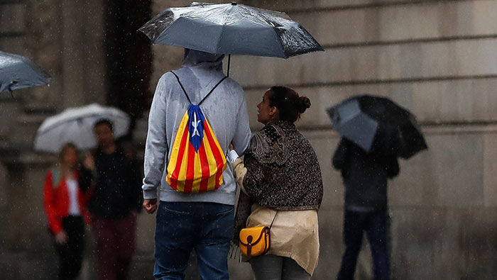 Spain to suspend Catalonia's autonomy as it threatens with formal independence