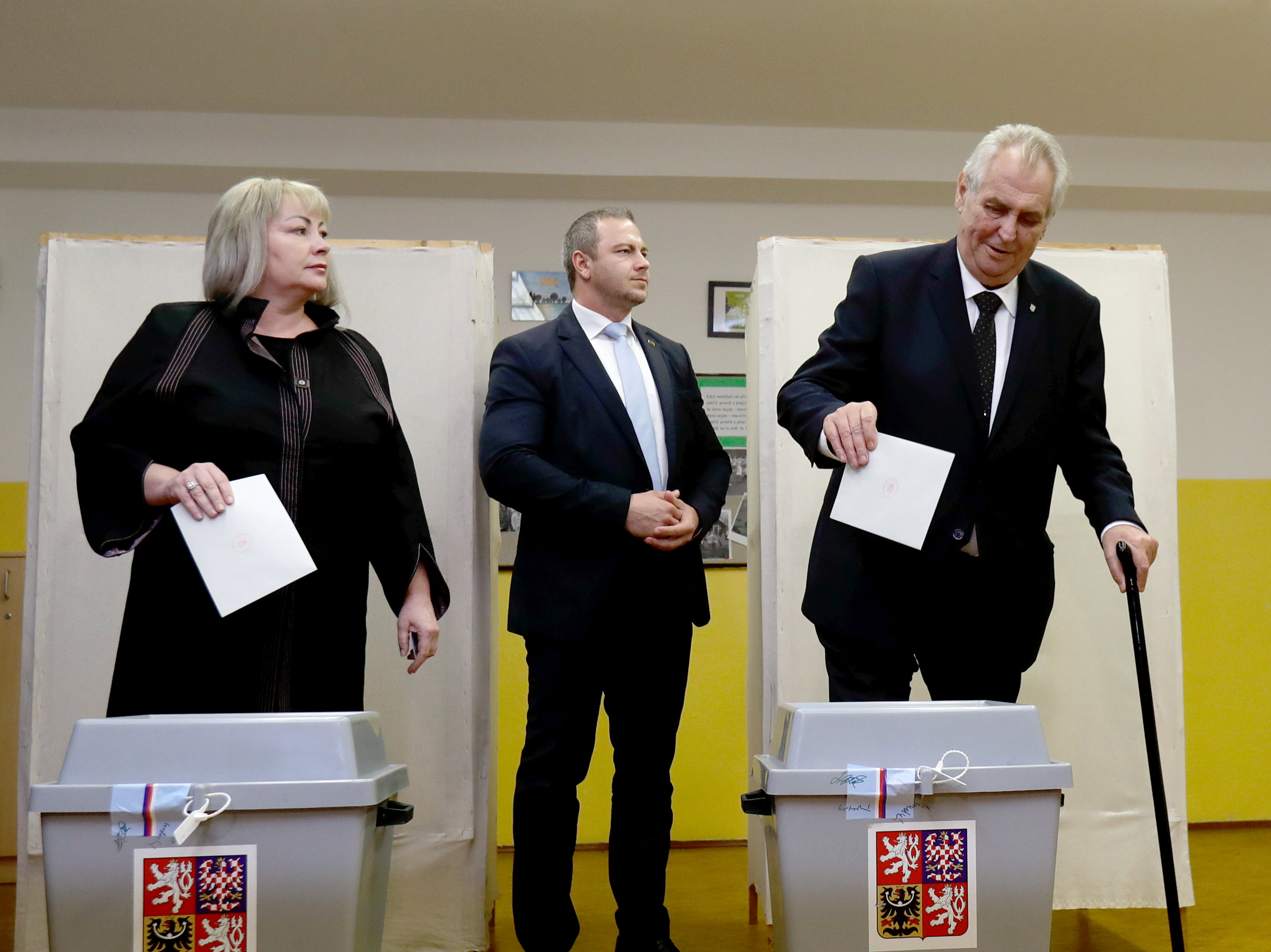Czechs votes in final day of parliamentary election