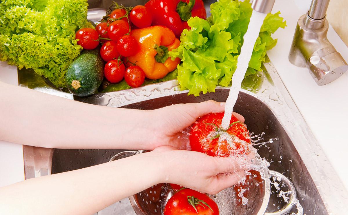 مادة تخلصكم من آثار المبيدات الحشرية على الخضار والفاكهة