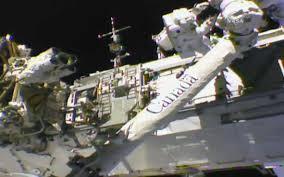 رواد ناسا يصلحون عطلا خارج المحطة الفضائية!