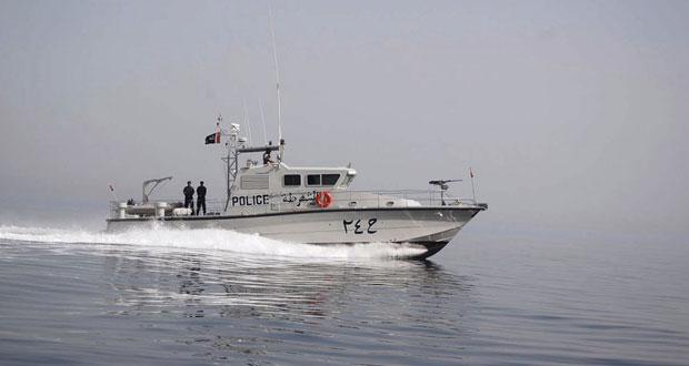 شرطة خفر السواحل تضبط قارب تهريب وتقدم المساعدة لقاربين آخرين