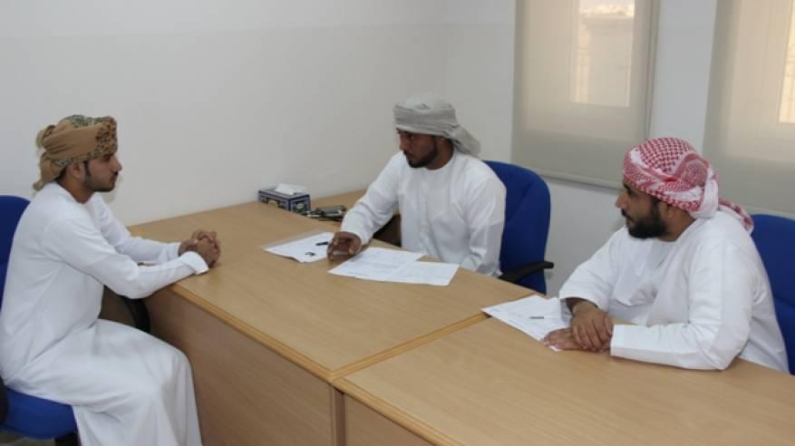 مقابلات توظيف للباحثين عن العمل بدائرة القوى العاملة في دبا