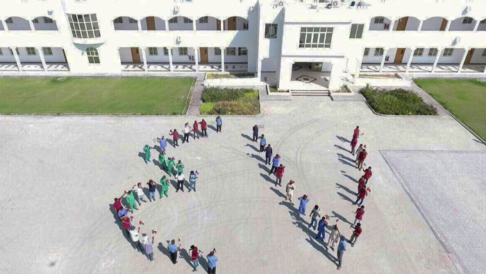 See how this college got its staff to commemorate Oman's National Day
